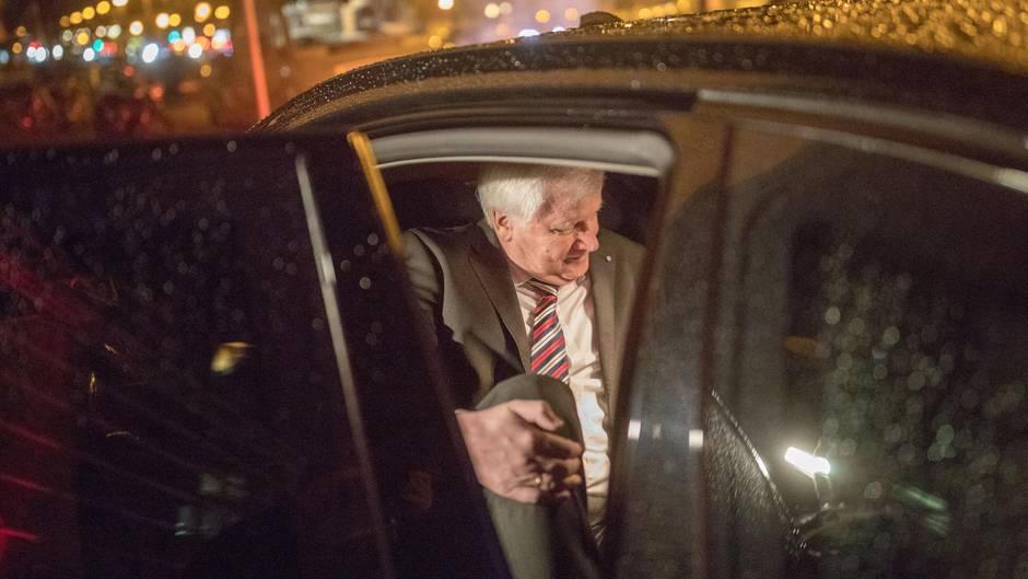 CSU-Chef Horst Seehofer kommt nach dem Scheitern der Jamaika-Sondierung mit leeren Händen zurück nach München