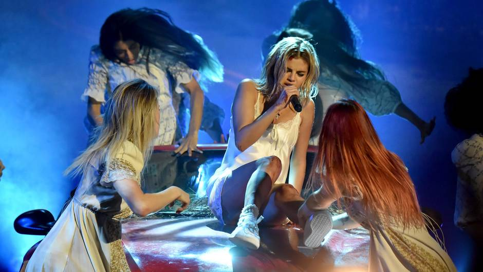 Selena Gomez performed bei den American Music Awards