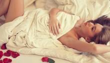 Schlafen ohne Pyjama: Drei Gründe, warum wir nur noch nackt schlafen sollten