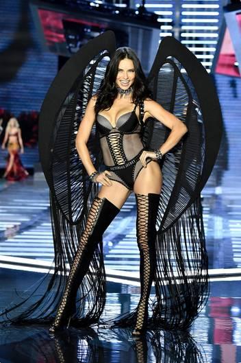 Adriana Lima bei der Victoria's Secret Fashion Show in Shanghai