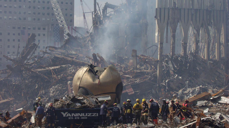 The Sphere von Fritz Koenig in den Trümmern des World Trade Center nach 9/11-Anschlägen