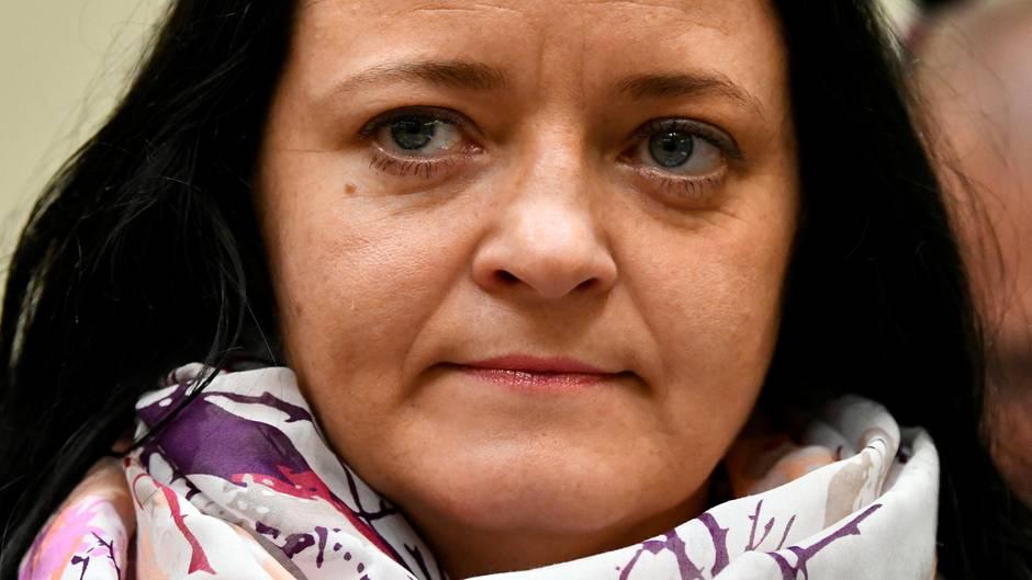 Beate Zschäpe im NSU-Prozess: ein Anwalt der Nebenkläger fordert wie die Bundesanwaltschaft lebenslange Haft