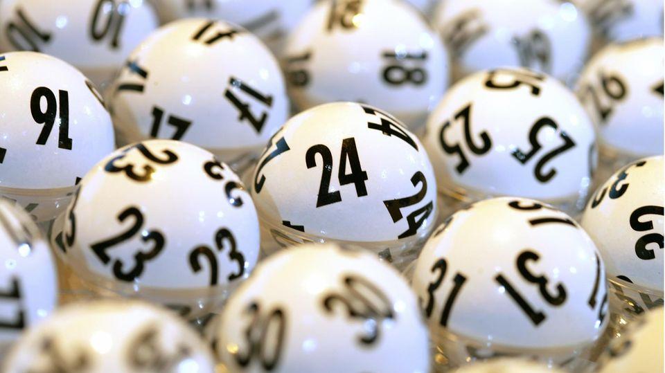 Kugeln vor der Ziehung der Lottozahlen