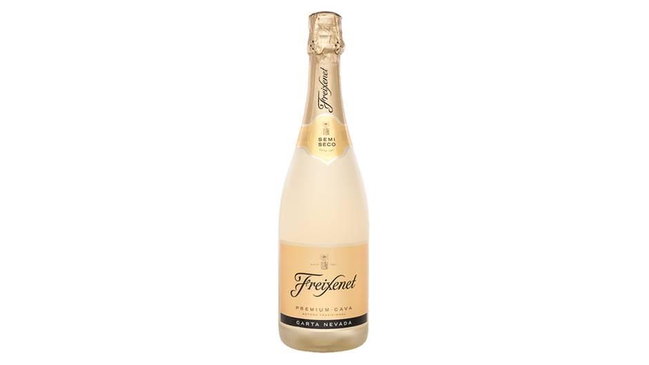 Ein Hauch von Champagner: FREIXENET PREMIUM CAVA SEMI SECCO (Halbtrocken)  Der bekannte spanische Sekt aus Katalonien fiel durch den typischen Hefegeruch auf, der an Champagner erinnert. Wer das mag, bekommt einen guten Cava mit deutlicher Säure, so die Tester. Aufgrund der Flaschengärung etwas teurer.  Herstellung:Traditionelle Flaschengärung  Beschreibung:Strohgelb. Mittelgroße Perlen. Riecht deutlich nach Hefe und reifen Äpfeln und hat eine markante Säure im Geschmack, sowie eine spürbare Süße.  Deklaration:befriedigend (2,6)  Alkoholgehalt:11,5 % vol.  Preis:5,90 Euro  Platzierung:13 (von 21)      Sensorisches Urteil: gut (2,5)