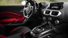 Das Cockpit zeigt die technische Verwandtschaft zu Mercedes