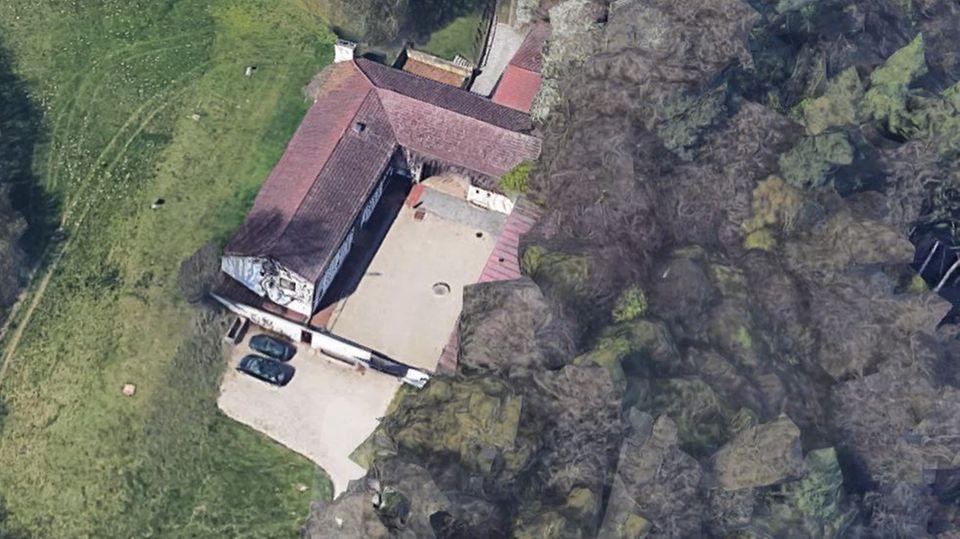 Blick auf das Anwesen von Fritz Koenig auf dem Ganslberg bei Landshut