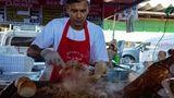 Brasilien  Die Brasilianer essen niemals am Schreibtisch oder beim Gehen. Jede Mahlzeit, und sei es nur ein Gericht von einem Streetfood-Stand, wird vor Ort und meist im Sitzen eingenommen. Normalerweise trinken sie auch keinen Kaffee to go.