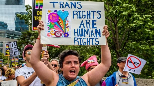 Proteste gegen Donald Trumps Transgender-Bann