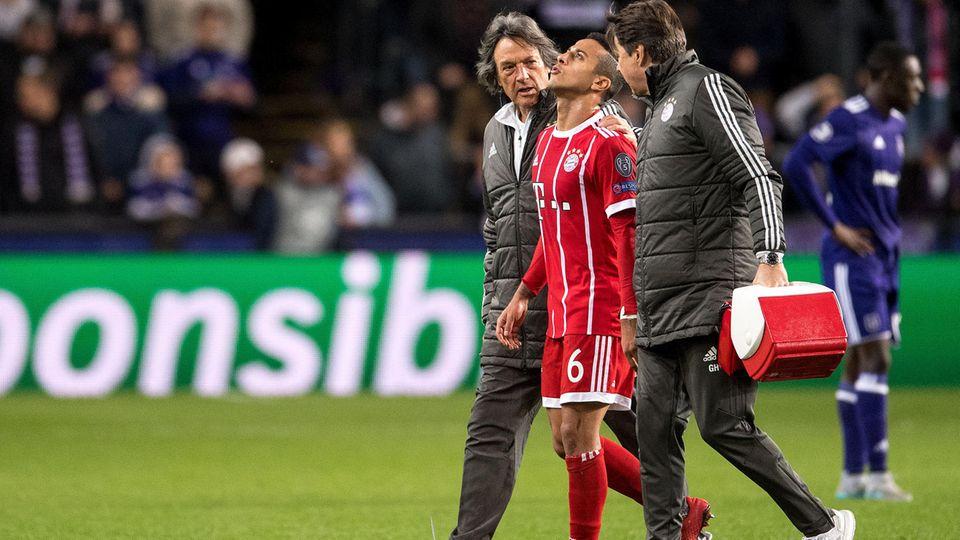 Muskelverletzung? Der FC Bayern befürchtet einen langen Ausfall von Thiago