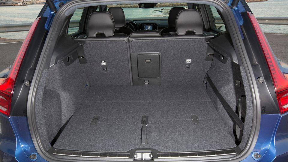 Der Kofferraum bietet genügend Platz.