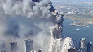 Einer der beiden Türme des World Trade Center stürzt am 11. September 2001 in sich zusammen