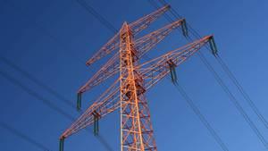 Spaziergänger entdeckt Leichnam in zwölf Metern Höhe auf Strommast