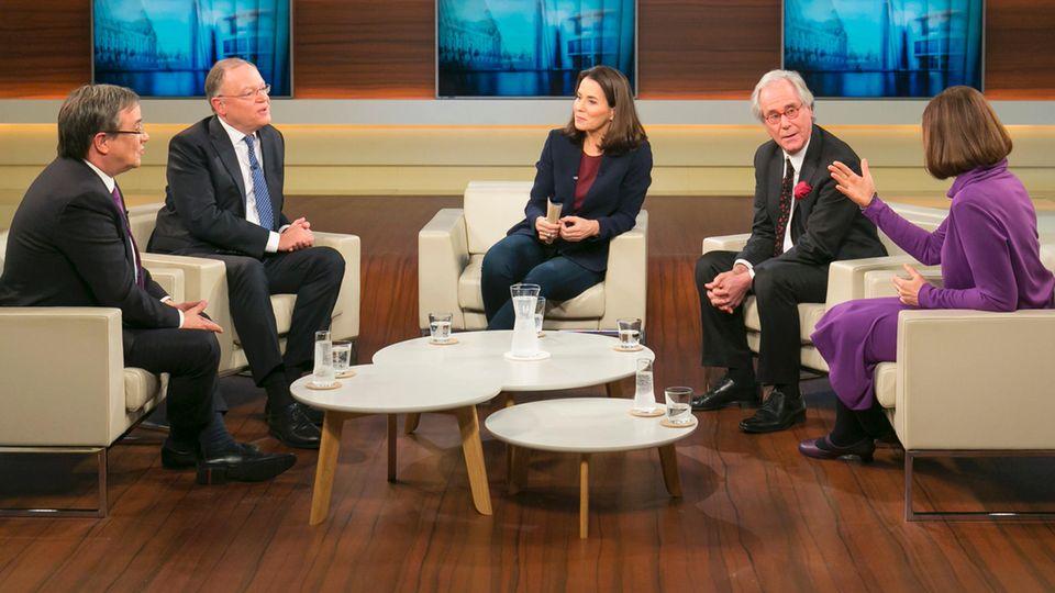 """Die Gäste diskutieren bei """"Anne Will"""" über die Regierungsbildung"""