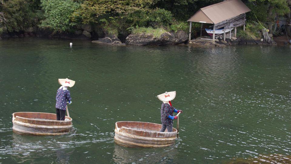 Zwei Leichen sind am Wochenende an verschiedenen Stellen der japanischen Insel Sapo gefunden worden