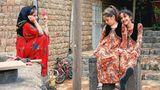 Junge Mädchen in Kordestan, einer Provinz im Osten des Landes: Ab dem neunten Lebensjahr müssen Iranerinnen ihr Haar verhüllen. Wer jünger ist, kann sich die lästige Pflicht noch sparen.