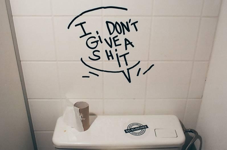 Holy Shit Eine Hommage An Den Vandalismus Auf Toiletten Neon