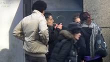Crack-Pfeiffe rauchen auf offener Straße: im Frankfurter Bahnhofsviertel ein täglicher Anblick.