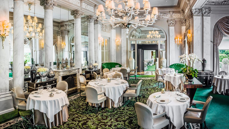 Le Pré Catelan, Paris    Normalerweise zeichnen sich Spitzenrestaurants durch ihre fixen Menüs aus. Hier kann man aber von der Karte bestellen. Zum Beispiel eine Entenstopfleber für 100 Euro, Hummer mit französischem Kaviar für 145 Euro oder ein Zitronentarte für 40 Euro.