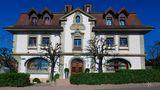 Hôtel de Ville, Crissier, Schweiz  Küchenchef Benoît und seine Frau Brigitte Violier sind mit drei Michelin-Sternen wegen ihrer französisch beeinflussten Küche ausgezeichnet. 11 Gänge kosten dort um die 330 Euro. Dafür bekommt man beispielsweise Lamm und Muscheln mit Safran.