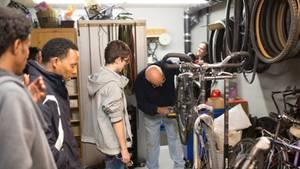 Johann Peschke kümmert sich um Räder – und lebt damit gleichzeitig das solidarische Miteinander