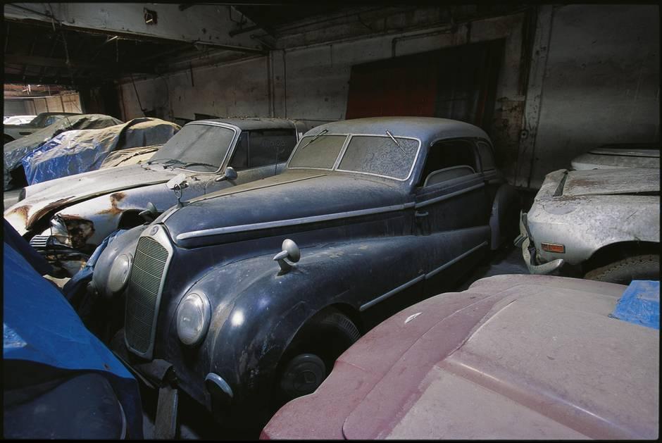 Rudi Klein kaufte die Autos der Stars und ließ sie auf seinem ...
