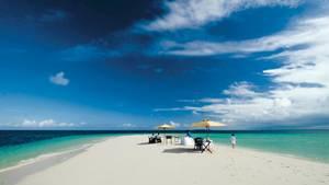 Sansibar: The Residence  Zu Tansania gehört die im Indischen Ozean gelegene Insel Sansibar, deren Fläche ungefähr die zweieinhalbfachen Größe Rügens umfasst. Eines der dortigen Top-Resorts ist das Fünf-Sterne-Hotel The Residence, für deren Gäste eine Sandbank-Tour zu den unvergesslichen Erlebnissen gehört.  Infos:http://cenizaro.com/theresidence/zanzibar