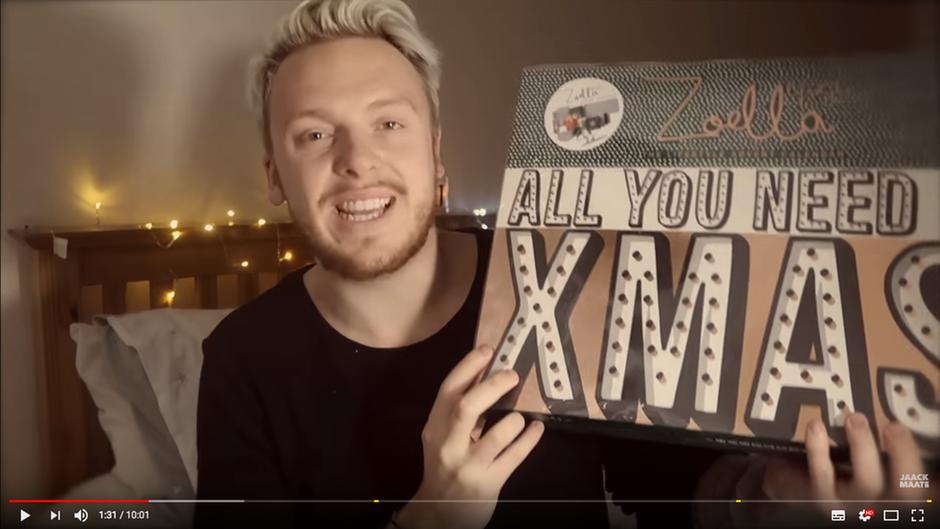 Youtube-Star JaackMaate zeigt den Adventskalender von Zoella