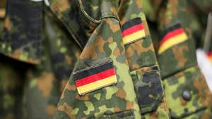 Oberleutnant Franco A. soll Anschläge geplant und dafür bereits Waffen besorgt haben (Symbolbild)