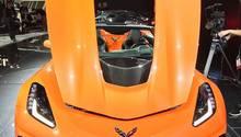 Die Motorhaube ziert ein rechteckiges Loch