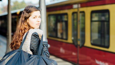 Zwei Minuten muss der Passagier nach dem Kauf des Tickets in Berlin warten, bis er einsteigen darf.
