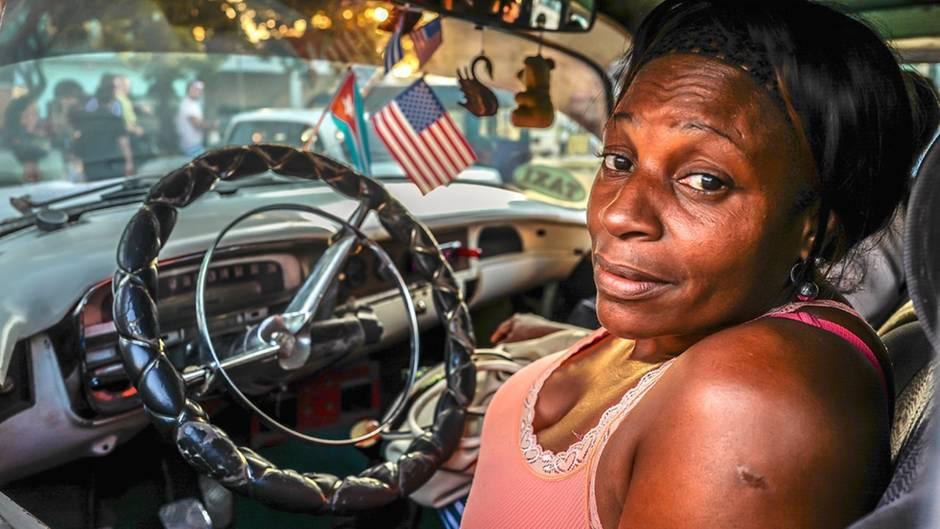 """Volker Figueredo Véliz erzählt: """"Die Dame auf dem Foto bot mir ein Geschäft an. Als Kubanerin könne sie – mit meinem Geld allerdings – Wohneigentum erwerben. Wenn wir dann verheiratet wären, würde das Haus auch mir gehören. Ich habe das Angebot letztendlich dann doch abgelehnt."""""""