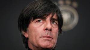 WM 2018 - die Auslosung: Joachim Löw mit ernstem Blick