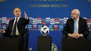 Witali Mutko (l.), neben Fifa-Präsident Gianni Infantino: Wutrede vor der Auslosung
