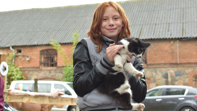 Sich um Tiere kümmern, sie versorgen und Verantwortung übernehmen. Vor allem für Kinder aus sozial benachteiligten Familien ist diese Art der Fürsorge heilsam.
