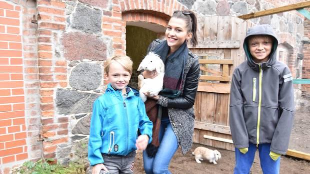 Hunde, Katzen, Kaninchen, Pferde, Hühner - die Kinder-Ranch der Arche in Brandenburg ist ein turbulenter Bauernhof für Kids.