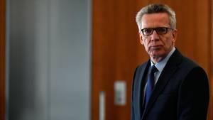 Innenminister de Maizière appelliert in einem Medienbericht an ausreisepflichtige Asylbewerber, von dem Angebot Gebrauch zu machen