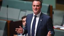 Der australischer Abgeordneter Tim Wilson macht Heiratsantrag im Parlament