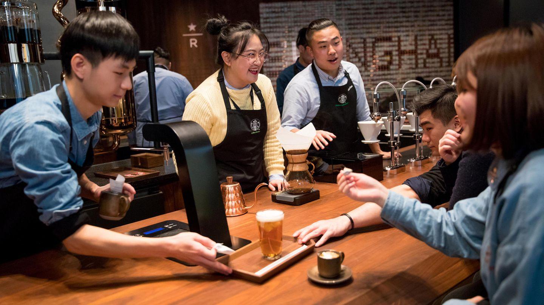 Hier gibt es drei Kaffeetheken mit ungewöhnlichen Getränkekreationen wie mit Sticktoff versetzter Tee