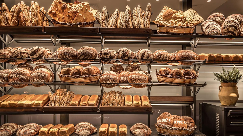 Starbucks backt gemeinsam mit der italienischen Bäckerkette Princi. Bereits seit 2016. Auch in der neuesten Filiale darf das Backwerk natürlich nicht fehlen.