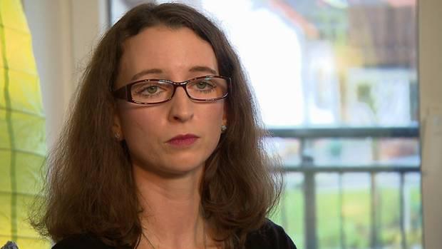 Stefanie S. arbeitet ihre Ängste und Gefühle nach einer Vergewaltigung in einem Videotagebuch auf.