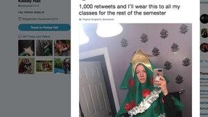 Eine Studentin muss täglich Weihnachtsbaum-Kostüm tragen