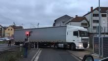 Nachrichten Deutschland - Lkw steht quer