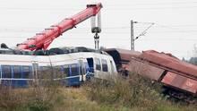 Bei dem Zugunglück in Meerbusch raste ein Personenzug in Güterwagen