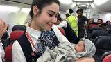 """Sturzgeburt in 13.000 Metern Höhe  April 2017: Da musste die Kabinenbesatzung einspringen und den regulären Service unterbrechen. An Bord eines Fluges von Turkish Airlines setzten über Westafrika bei einer schwangeren Passagierin die Wehen ein. Eine Französin brachte in 13.000 Metern Höhe ein Baby zur Welt, das den Namen """"Kadiju"""" bekam.Mehr über die Sturzgeburt lesen Sie hier."""