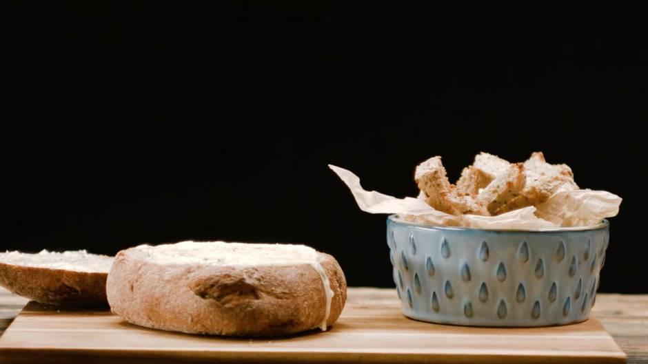 Leckere Rezeptidee: Camembert im Brotlaib - die käsige Verführung