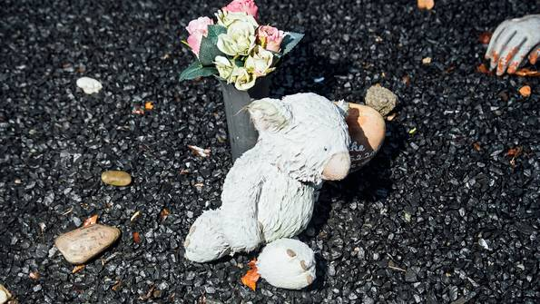 Der Koalabär erinnert an Clancie, ein Todesopfer aus Australien