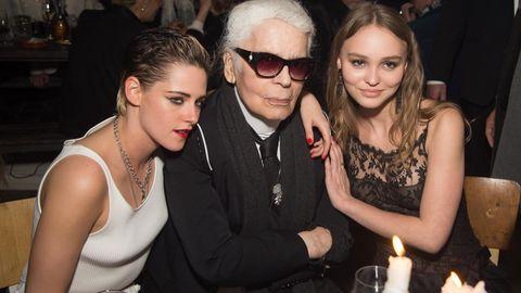 Karl Lagefeld mit seinen Musen Kristen Stewart und Lily Rose Depp