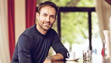 Sven Hannawald, 43, in einem Café in München. Er lebt mit Frau und Sohn in der Stadt