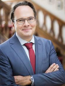 Professor Martin Fassnacht ist Inhaber des Lehrstuhls für Marketing und Handel an der WHU Vallendar/Koblenz. Seine Forschungsschwerpunkte sind Preismanagement, Handelsmarketing und Luxusgütermarketing.