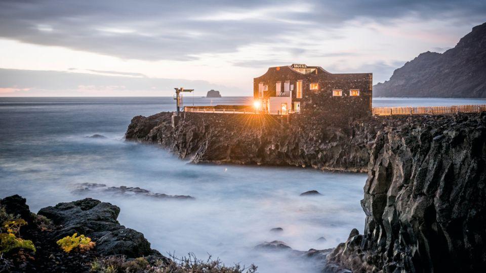 Am Hotel Punta Grande rütteln die Wellen